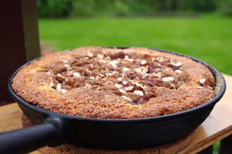 Mormors Rabarberkaka med extra allt Härlig kaka, syrliga rabarber, kanel och hasselnötter. Man kan inte begära mer av en kaka! Den blir extra god när den görs i en stekpanna, då blir det lite krispiga sidor! I receptet står det margarin, men jag använder smör när jag gör den. Ingredienser: 50 g smör 2,5 dl […]