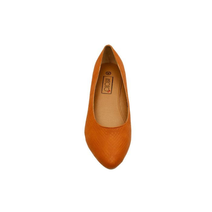 This shoe is stylish, dependable and a loyal 4 am friend #Whatagirlwants available at #INTOTO #brownbellies #INmyshoes #casual #day #brownflats #flats