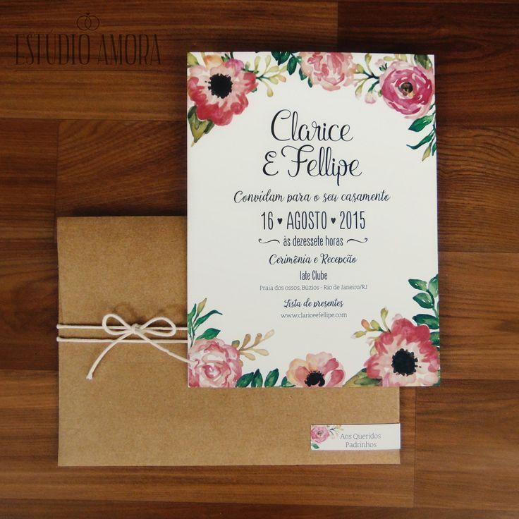 Convite rústico floral <br>Tamanho: 17,5x24cm <br>Papel: kraft 200g <br>Convite: papel opaline 240g <br>Acabamento: Fio encerado e tag com nome do convidado <br> <br>Em papel importado texturizado: R$8,00 <br> <br>*Não é possível alterações nas cores das flores.