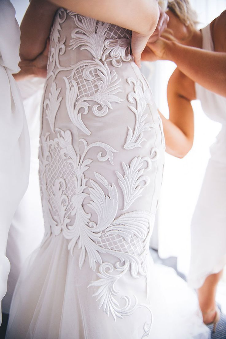 Modern lace mermaid wedding dress with tulle skirt | Luna Imagery