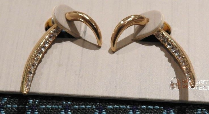 Zlaté náušnice s kamienkami. Kvalitná bižutéria FREEDOM od Top Shop-u.  Cena: 7 eur
