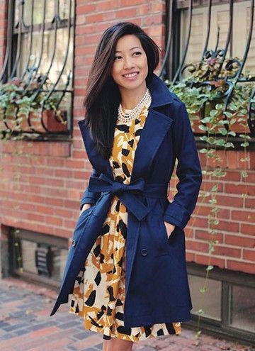 ネイビーとオレンジの捕食効果が鮮やかに見せる♡結婚式に着ていくおすすめのコート♡