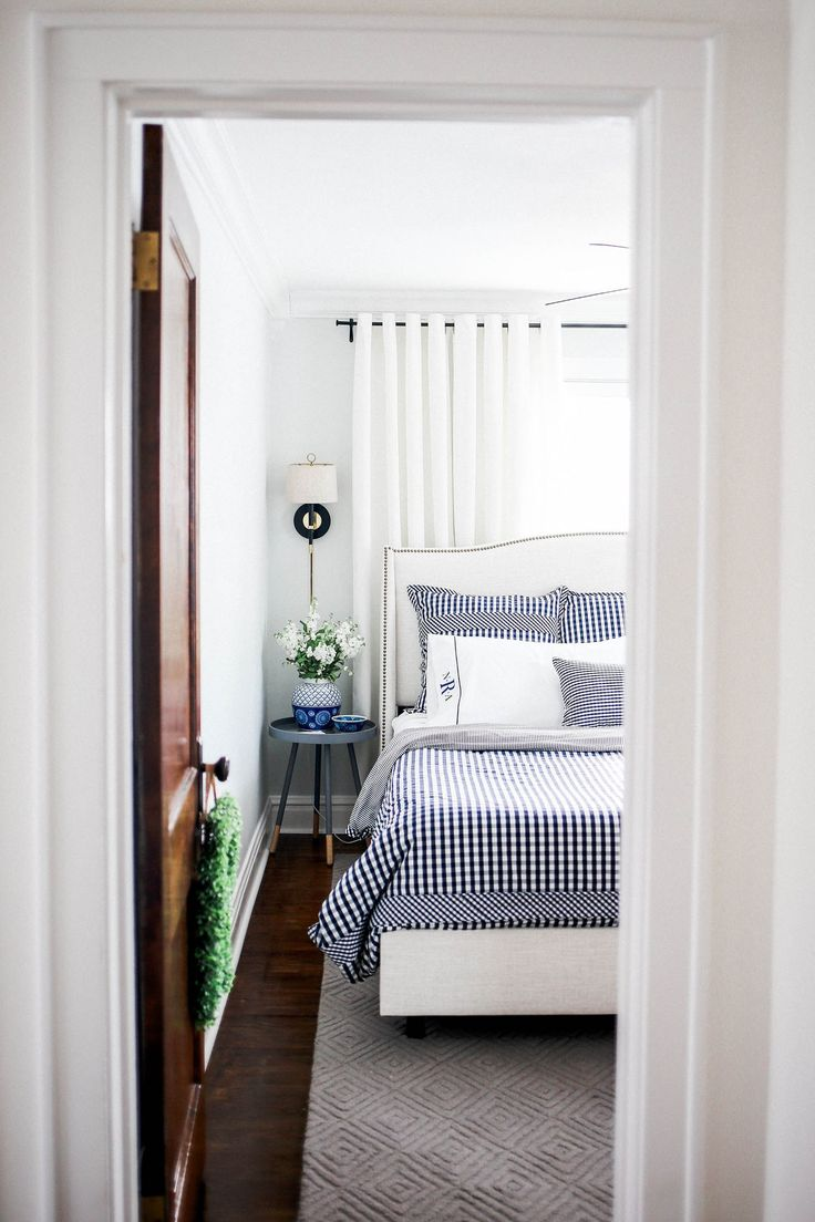 King Size Bed Small Bedroom How To Make The Room Appear