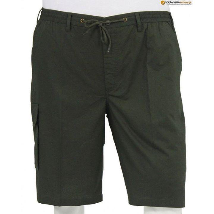#Bermuda in #cotone di colore verde militarelunghezza al ginocchio. Il pantaloncino ha il girovita con elastico  e passanti per eventuale cintura chiusura con cerniera e cordoncino. Le due tasche davanti sono tagliate alla francese un tascone è presente sul lato destro della gamba. Nella parte dietro ci sono due tasche tagliate e chiuse con una patina abbottonata.  3xl-8xl  #plussizefashion #plussizemenswear #oversize #oversizefashion #tagliefortiuomo #oversized #allsize #fashionman  #trendy…