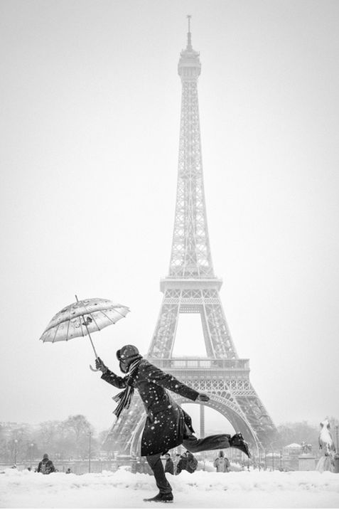 http://100mm.it/2013/12/10/special-gallery-umbrellas-in-black-and-white/