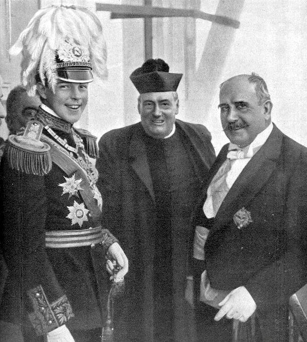Manuel II with the Civil Governor of Porto on the King's national trip in 1908.
