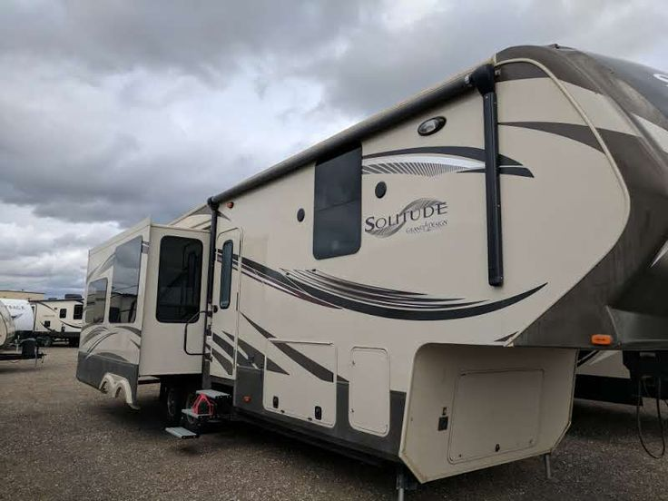 Details for 2014  SOLITUDE 305RE at McGoverns RV & Marine