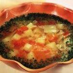 Рисовый суп с овощамиДля приготовления блюда Рисовый суп с овощами необходимы следующие ингредиенты: 100 гр риса, 200 гр капусты, 1 морковка, 3 картошки, 2 помидора, 1 корень петрушки, 1 луковица, масло растительное, 1,5 литра воды, петрушка (зелень), соль на пробу.