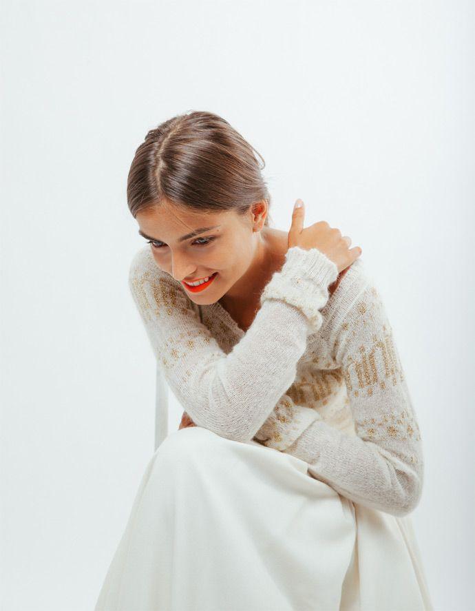 Les robes de mariée Maison Floret - Paris | Modèle : GEORGES Pull jacquard en mohair et lurex or & WALT Jupon à plis creux en étamine de laine et noeud dos | Crédits : Alex Cretey Systermans | Donne-moi ta main - Blog mariage