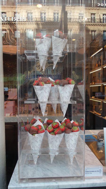 Trendy kulinarne: Paryski styl w cukiernictwie - Mistrzowie Wypieków #mistrzowiewypiekow #wypieki #owoce #truskawki #paris #kulinaria #trendy #pomysly #ideas #diy