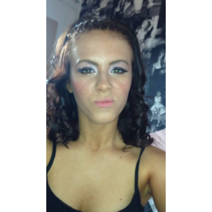 Tb to my prom make up!!✨ Originally had it done by someone else but didn't like it so had to do it myself! #babypink #glitter #contour #eyeliner #blusher #tan