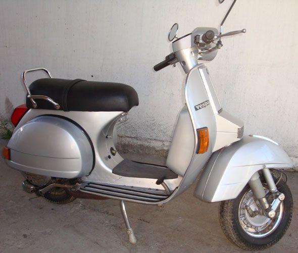 Vendo moto Vespa Italiana. Sólo 17500 km. Impecable sin detalles ni reparaciones ni repintadas.