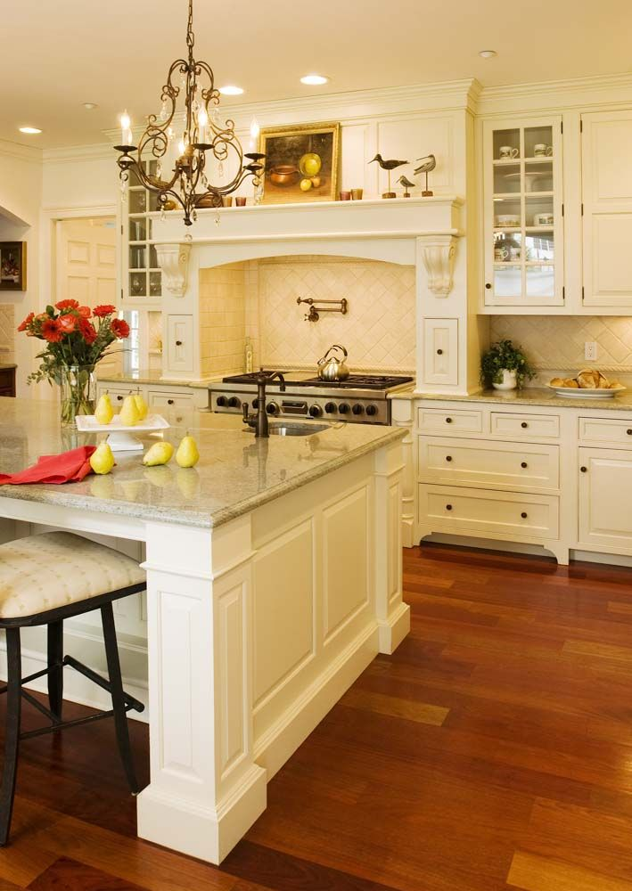 17 best images about classic white kitchens on pinterest for Are white kitchen cabinets still in style
