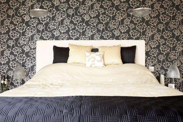 Luxe bedroom | Seaside bedroom | deep blue | navy blue bedroom | patterned wallpaper | pendant lighting