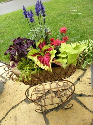 Carriage planter: Knee Bungalows, Annual Time2Pl, Baskets Liners, Flower Baskets, Gardens Idea, Gardens Planters, Wire Baskets, Blue Flower, Bees Knee
