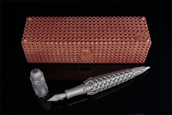 Il designer olandese Rein van der Mast ha appena annunciato il suo nuovo impegno nel mondo delle stilografiche di lusso: la Spica Virginis, una penna stilografica in titanio stampata in 3D co