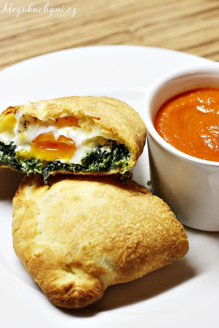 Meg v kuchyni // Špenátovo-sýrové calzone s vejcem a...