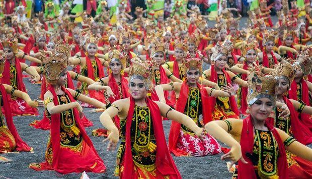 1200 Penari Meriahkan Festival Tari Gandrung Sewu #dance #traditional #tarigandrung