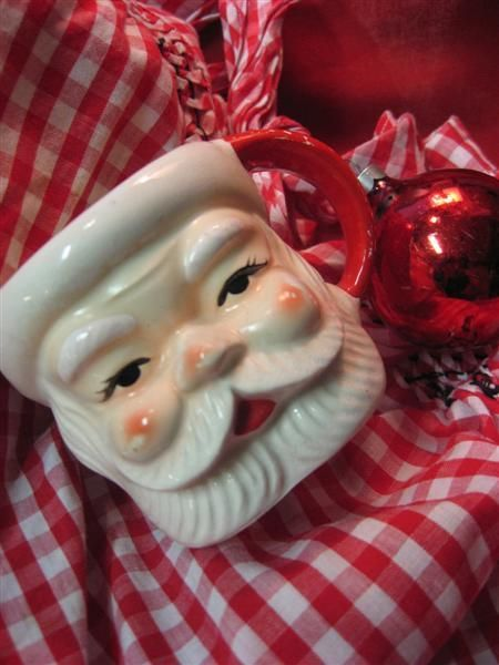 i love vintage Santa mugs! Reminds me of a holiday tradition where my daddy would buy me one each year!
