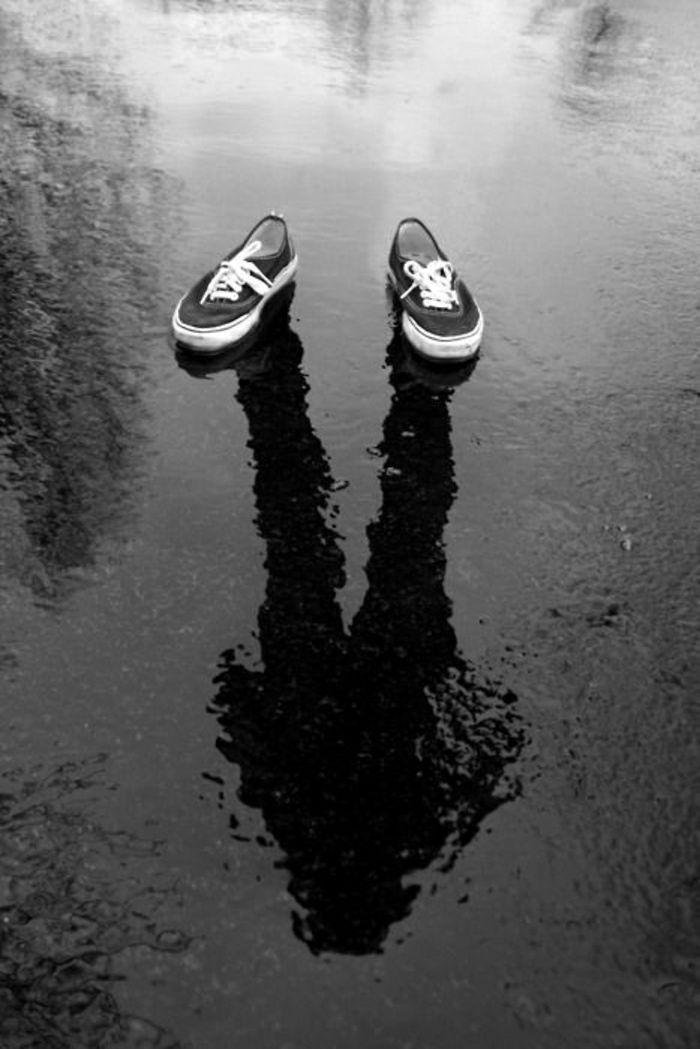 Schatten im Wasser schafft optische Illusion