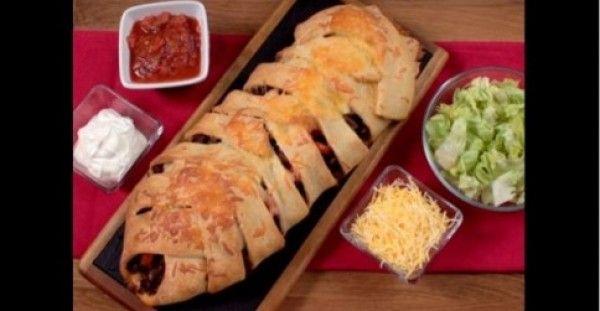 Πλεκτή πίτα φούρνου με κιμά και τυρί Cheddar!