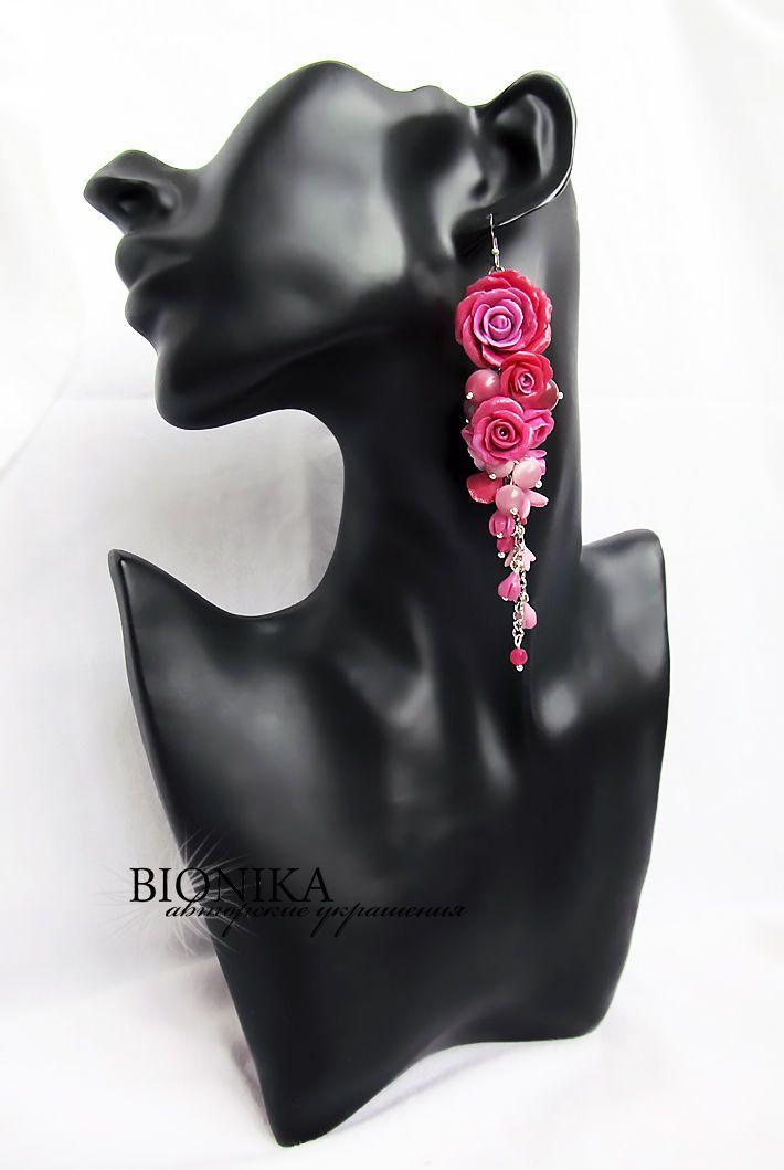 """Купить Длинные серьги-гроздь с бусинами и розами из полимерной глины """"Fusion"""" - бордовый, розовый, малиновый"""