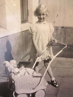 Orig Privat Foto Portrait Sammlung 10x hübsche kleine Kinder Mädchen & Spielzeug