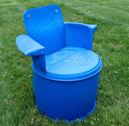 Outdoor-furniture-from-plastic-barrel