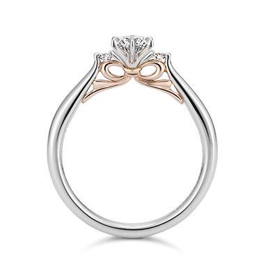 婚約指輪(エンゲージリング)一覧。自社で原石のカット・研磨を行うケイウノはカットの開発にも携わり、カット技術で特許を取得。究極の輝きを追求しています。