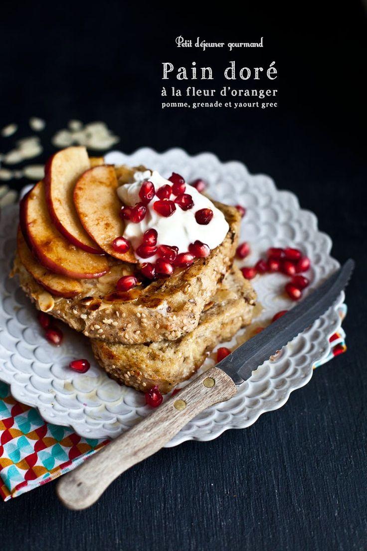 Petit déjeuner // Pain doré aux pommes, grenade & yaourt grec.