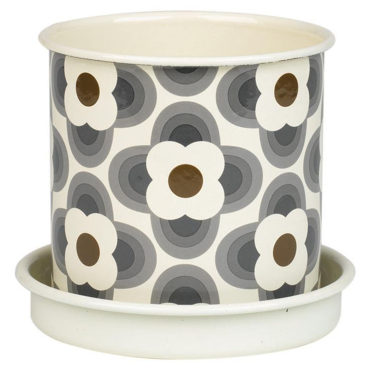 This striking plant pot from the Orla Kiely Garden collection features her signature Striped Petalpattern in grey & brown tones on a white background. Made from enamel, this medium sized plant pot i
