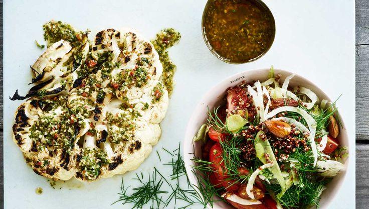 Hvis du vil have ekstra smag i salaten, kan du koge quinoaen i god bouillon eller med hele krydderier i kogevandet. Her får du opskriften på…