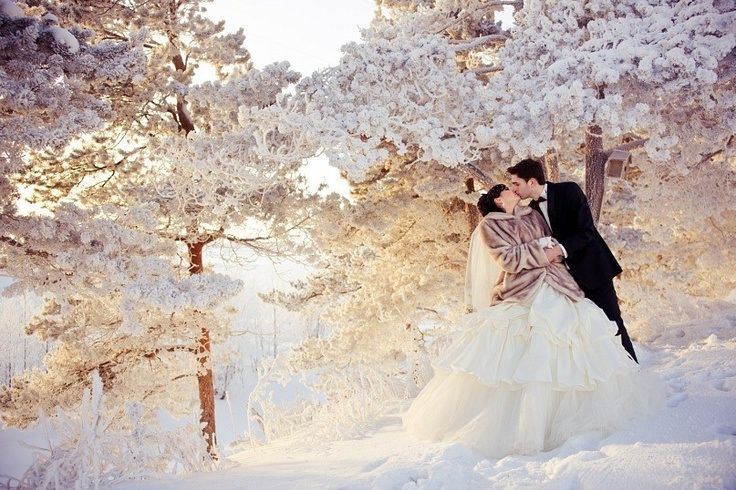 LOve this shoot for the #Winter #Wedding #Portraits