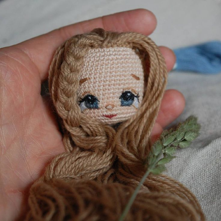 Стараюсь, как и задумывала, вышивать по голове в день. Полноценными куклами станут, разумеется, не все. Вчера две свежевышитых забраковала. У девочки с фиолетовыми волосами ещё не готова обувь, ломаю голову, что да как можно сделать. А Темка сегодня первый раз после операции требовал еду, и это счастье) Так что снова смогу радовать вас куклами и фотографиями;) #crochet #вязанаякукла #crochetaddict #amigurumi #текстильнаякукла #textiledoll #fabricdoll #кукларучнойработы #crochetdoll #куклы…