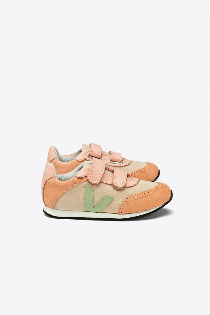 The perfect colored tiny lady shoes - designed in a running style and inspired by the first wave of sneakers from the 1970's, veja's arcade style has...