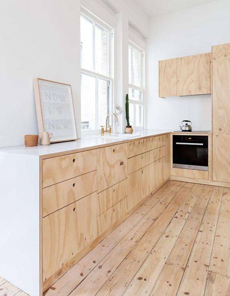 Une cuisine en Batipin, le dernier contreplaqué à la mode - La preuve que les cuisines en bois sont contemporaines ! - Elle Décoration http://amzn.to/2jlTh5k