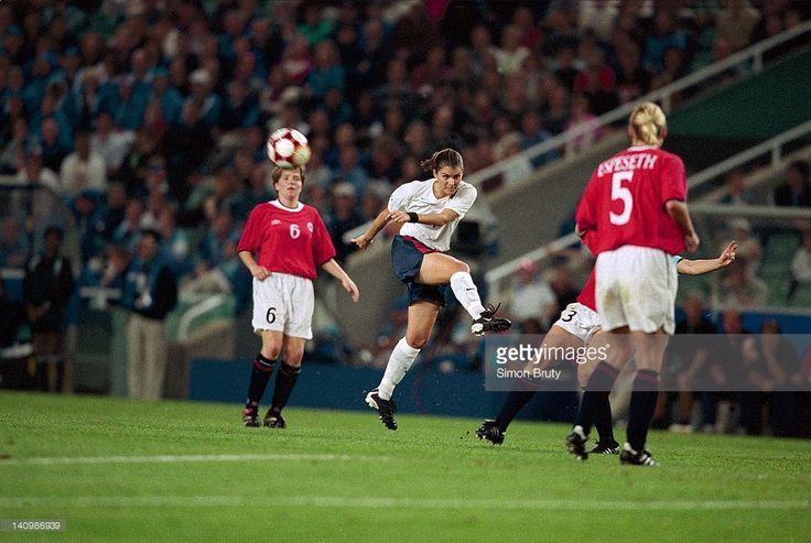 USA Mia Hamm (9) in action, kick vs Norway during Women's Gold Medal Match at Sydney Stadium.  Simon Bruty  X61279 TK2 R2 F32 )
