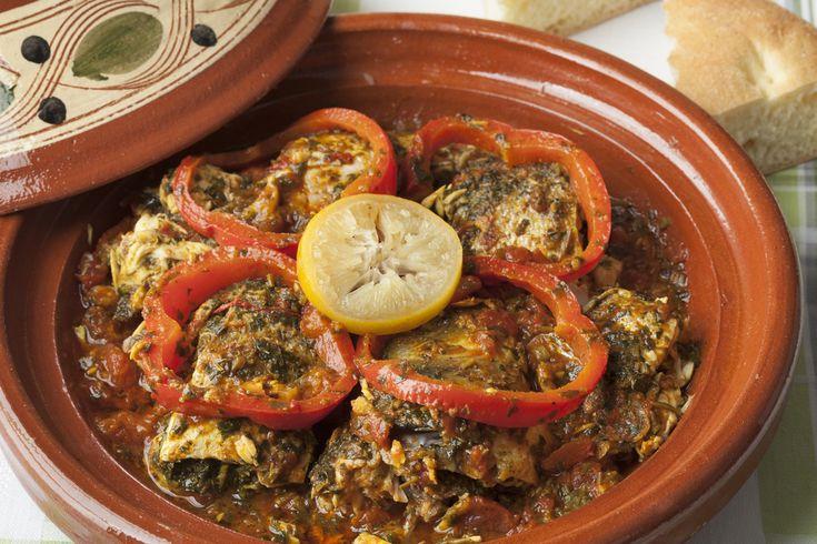 Préparation : 1.Hachez la coriandre, pressez l'ail. Lavez les tomates puis coupez-les en petits dés. 2.Mélangez l'huile d'olive, la coriandre, le cumin, le paprika, le poivre, l&rsquo…