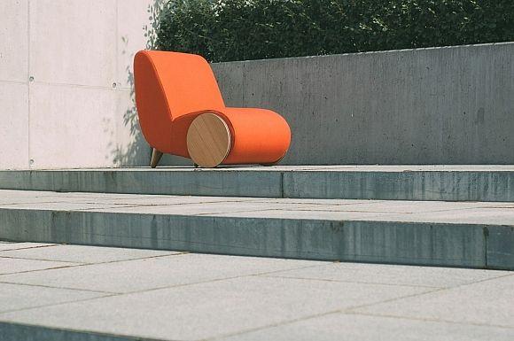 Contemporary wheelbarrow chair