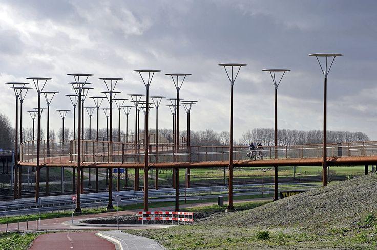 Fiets- en voetgangersbrug Jan Waaijerbrug. Verbindt het Westerpark en de nieuwe Driemanspolder met elkaar. Foto: Erwin Dijkgraaf fotografie