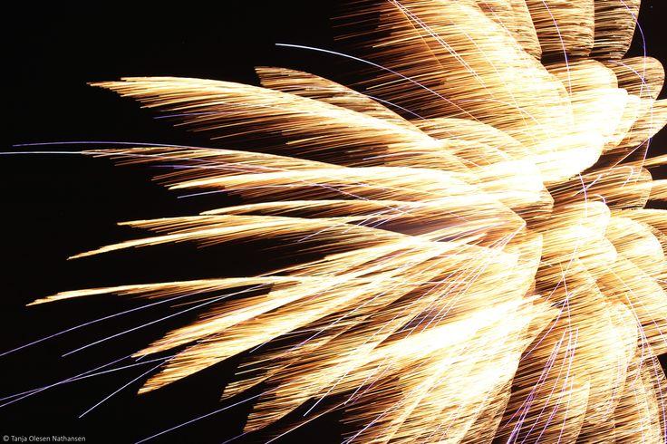 Fireworks | 0.8 sec, f/3.5, 60 mm, ISO 400, tripod