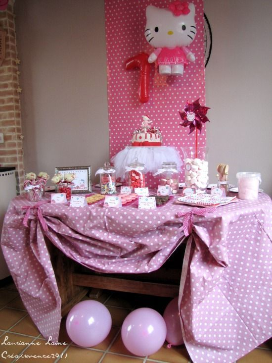 Hello Kitty Birthday Party - cute cake stand