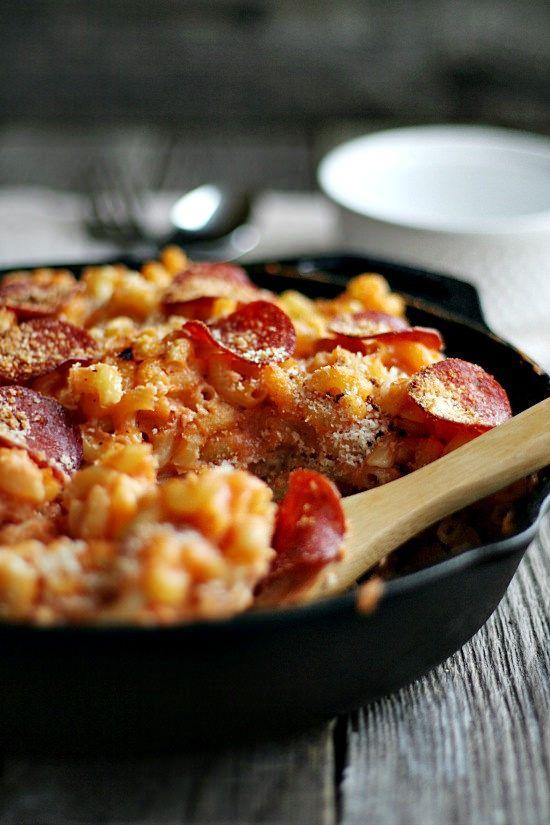 Pizza mac and Cheese | heathersfrenchpress.com #skilletmeal