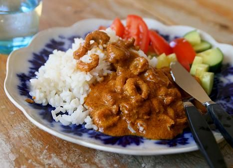 Heta räkor i vitlök och curry. Den här kryddiga maträtten är både billig och lättlagad. Och självklart jättegod. Själva röran är färdig på fem minuter och