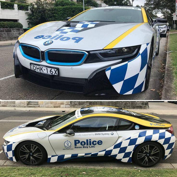 BMW i8 NSW Police Force Olha a viatura que nosso colaborador @marothavio encontrou em Sydney: nada mal ser policial na Austrália heim? O esportivo elétrico alemão integra a frota no estado de Nova Gales do Sul em parceria com a marca. No entanto é utilizado mais como 'show car' do que viatura operacional. Mas se precisar entrar num ocorrência tá disponível!   #CarroEsporteClube #bmw #i8 #police #australia