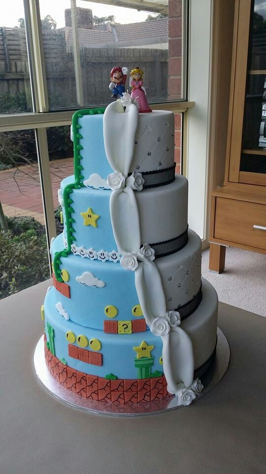 Mario and Peach Themed Wedding Cake - for every couple being still a child in the heart. Don't forget personalized napkins to go with your gorgeous cake! #wedding #cake www.napkinspersonalized.com
