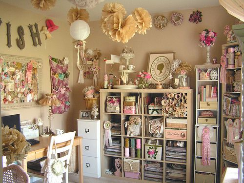 Could it? Could this possibly be a shabby chic craft room? Oh my my my I think I'm in love!!!