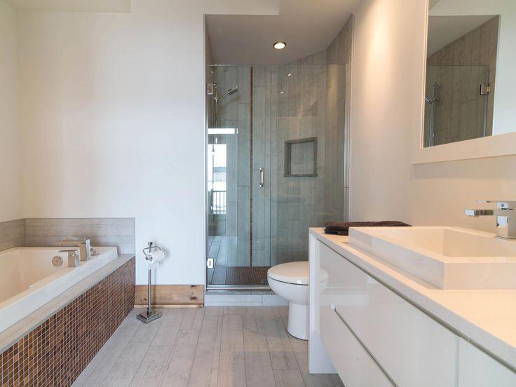 Quartier urbain, Lachenaie, bathroom, minimalist design, home staging, light, wood, furniture, house porn, countertop, sink, shower, bath, Québec, Canada, Montréal