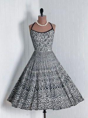Женские платья 60-х годов: фото модных вечерних и повседневных фасонов