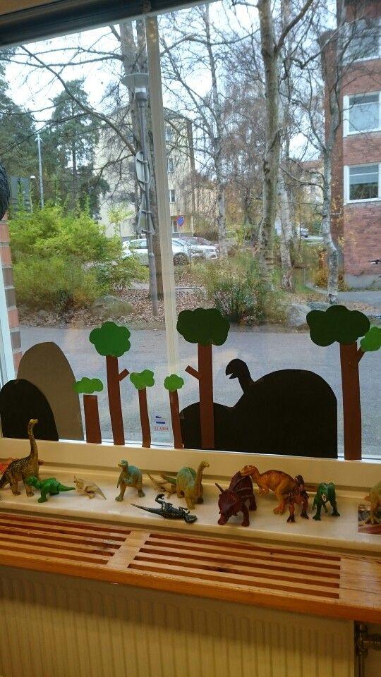 Dinosaurier miljö i fönstret